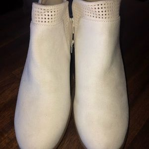 Old Navy Shoes - Size 8 Booties